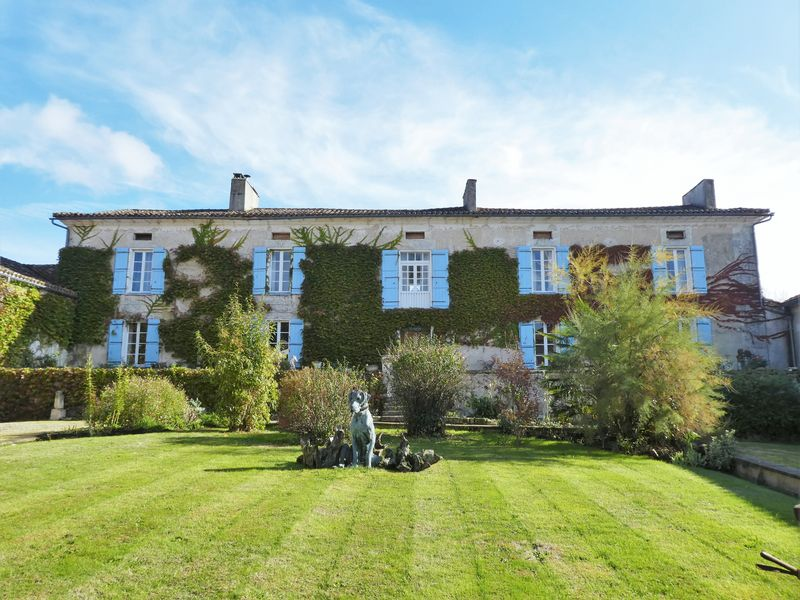 16th Century Domaine with 11 bedrooms and 2 cottages