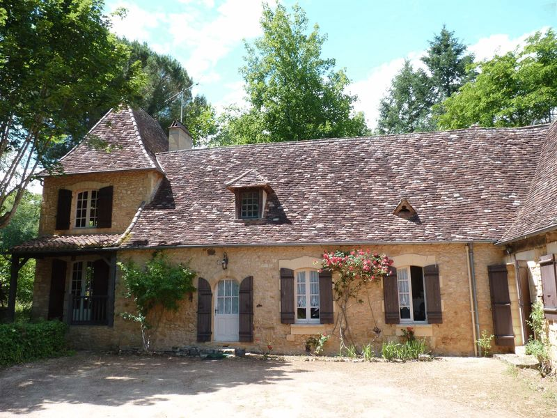 Beautiful L shaped stone house, 4 bedrooms, tower, 5.5 acres of land