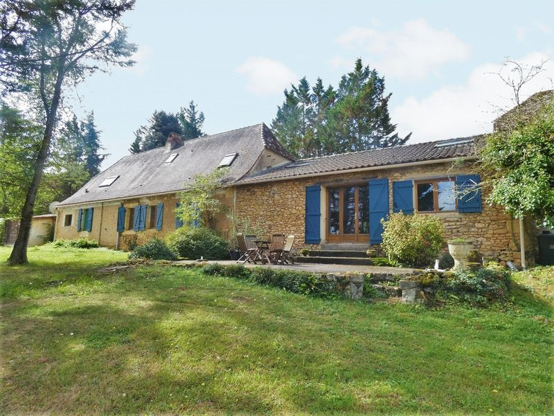 Beautiful Perigord stone property just a stone's throw from a lively bastide
