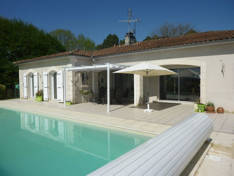 Stunning 4 bed high quality property on one level with stunning views near Aubeterre sur Dronne