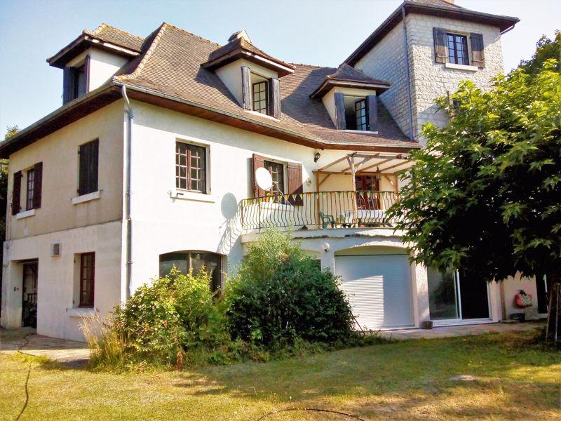 Substantial 6 bedroom Périgourdine property with indoor pool!