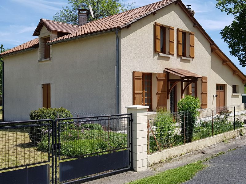 CHARMING HOUSE AT A GREAT PRICE!!