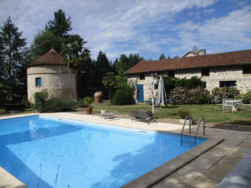 Splendid property with pool and tennis court in Dordogne, Périgord Vert area