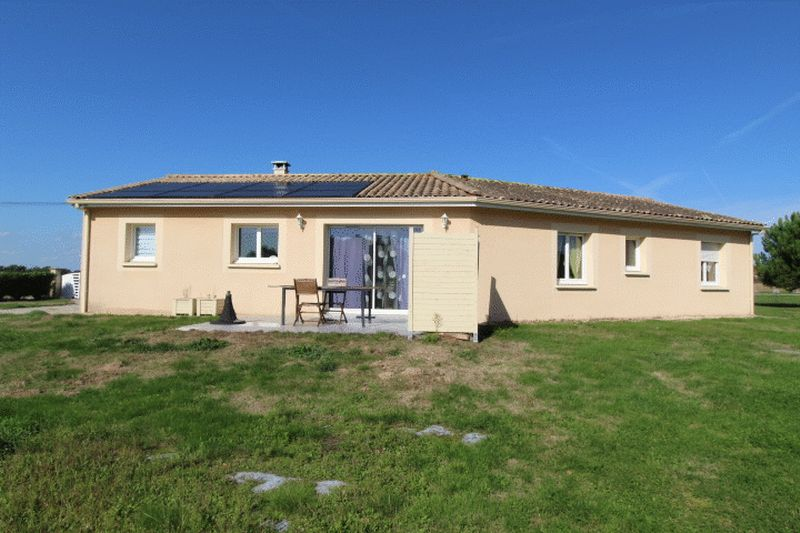 Modern light and airy 3 bed bungalow, walking distance to village