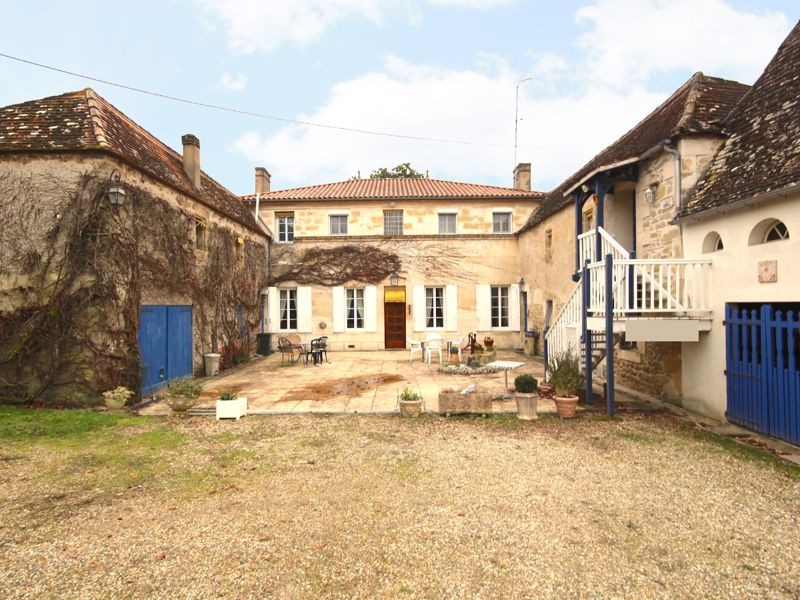 Existing B 'n' B, 10 bed character property 8km from La Réole, 55min Bordeaux