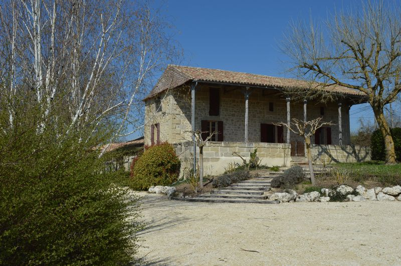 Stone-built former farmhouse with 3 bedrooms and 1-bed guest house