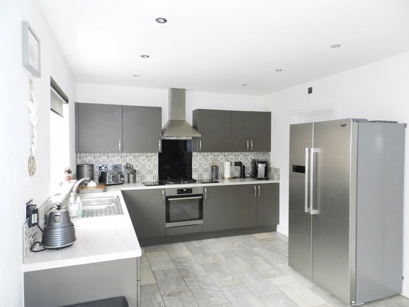 Fitted Kitchen/Family Room