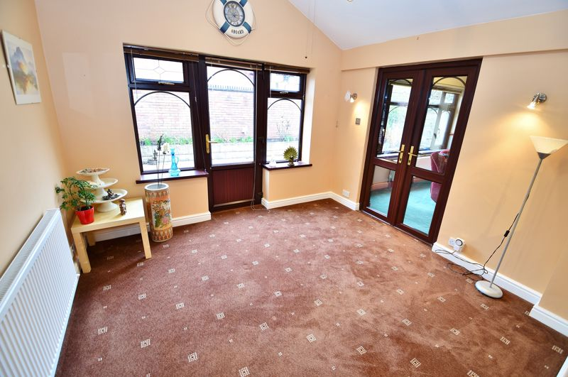 5 Bedroom Detached House For Sale - Photo 7