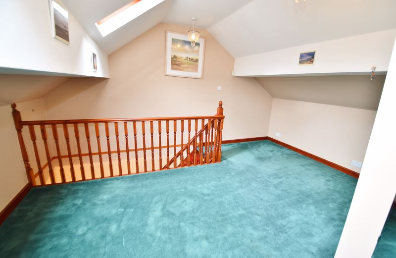 5 Bedroom Detached House For Sale - Photo 10