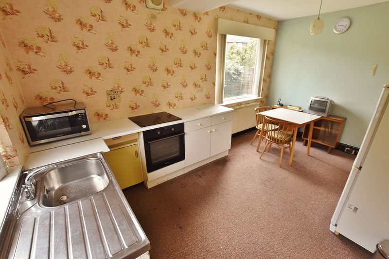 3 Bedroom Detached House For Sale - Photo 5