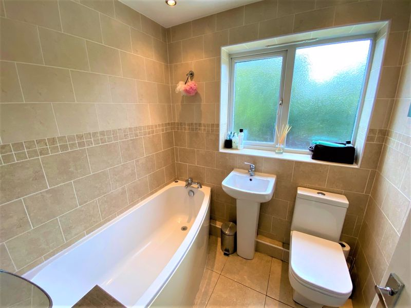 3 Bedroom Semi Detached House To Rent - Photo 2