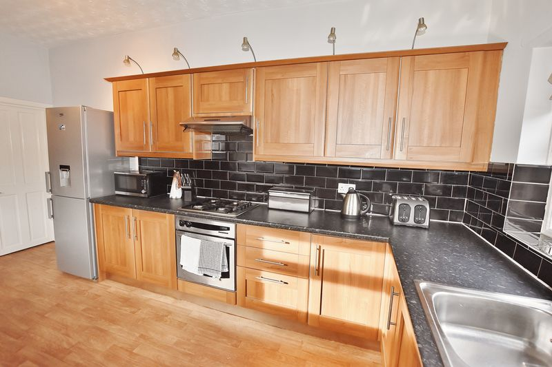 3 Bedroom End Terrace House For Sale - Photo 19