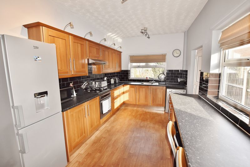 3 Bedroom End Terrace House For Sale - Photo 20