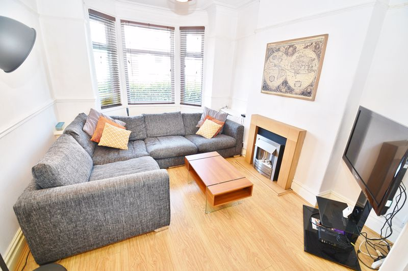 3 Bedroom End Terrace House For Sale - Photo 1