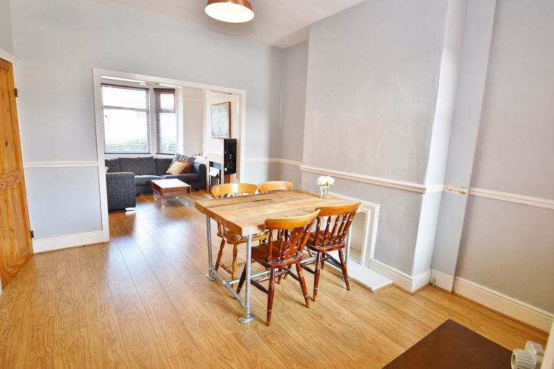 3 Bedroom End Terrace House For Sale - Photo 4