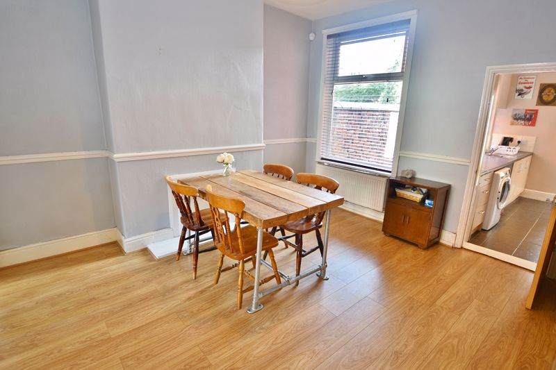 3 Bedroom End Terrace House For Sale - Photo 5