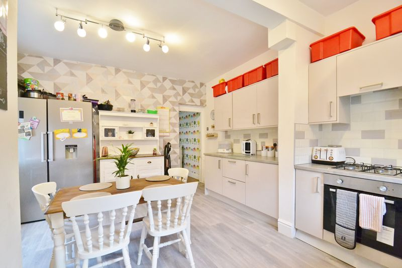 4 Bedroom End Terrace House For Sale - Photo 4