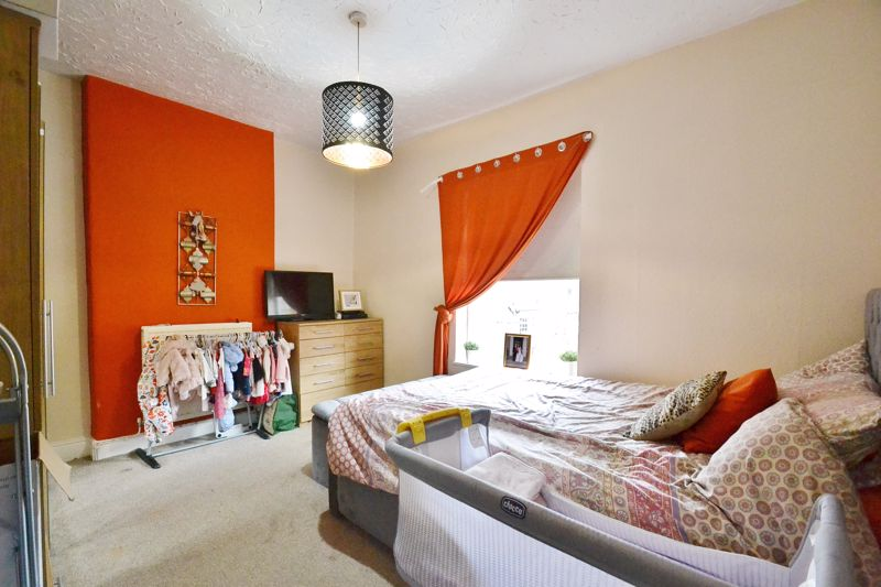 4 Bedroom End Terrace House For Sale - Photo 7