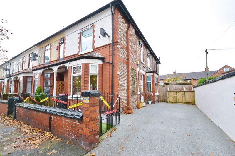 4 Bedroom End Terrace House For Sale - Photo 11