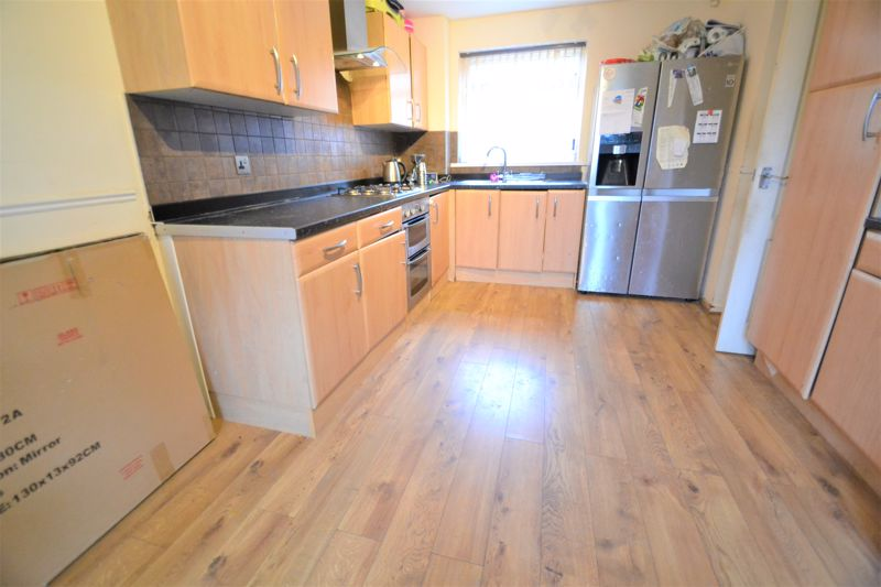 3 Bedroom End Terrace House To Rent - Photo 5