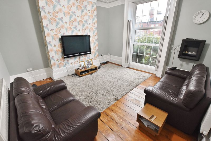 5 Bedroom Terraced House For Sale - Photo 1