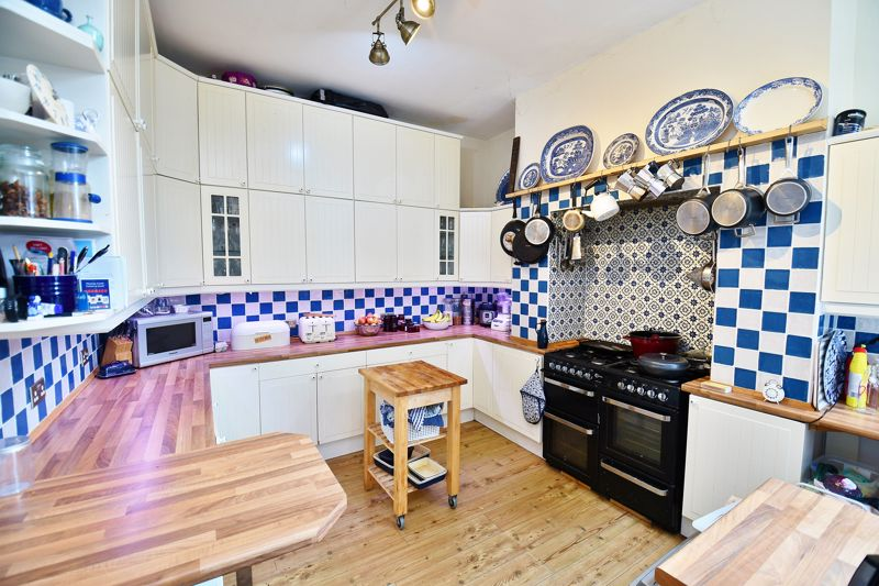 5 Bedroom Semi Detached House For Sale - Photo 3