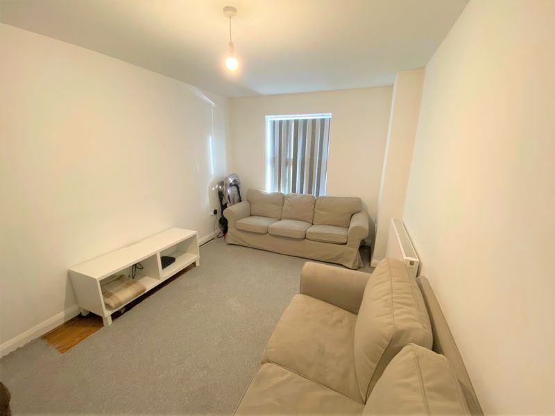 4 Bedroom Semi Detached House To Rent - Photo 19