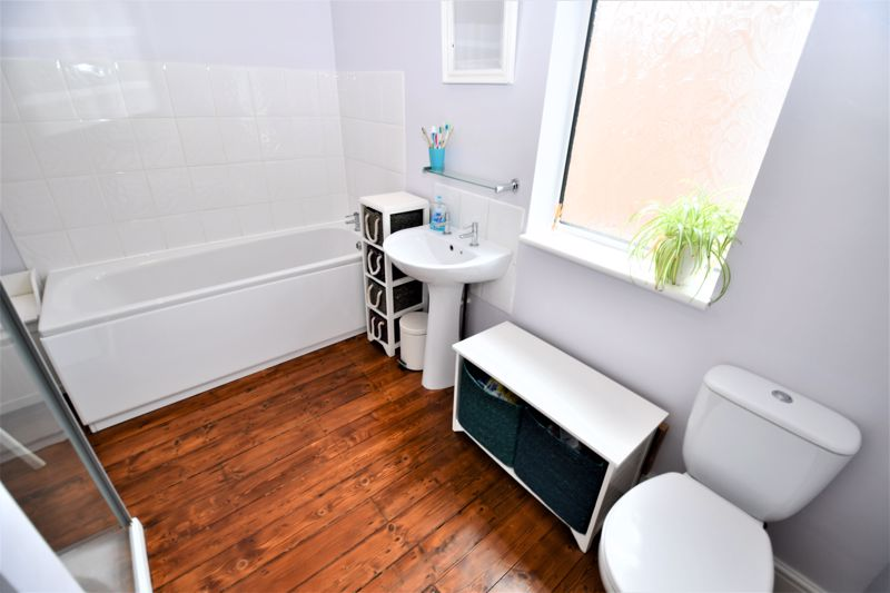 3 Bedroom End Terrace House For Sale - Photo 3