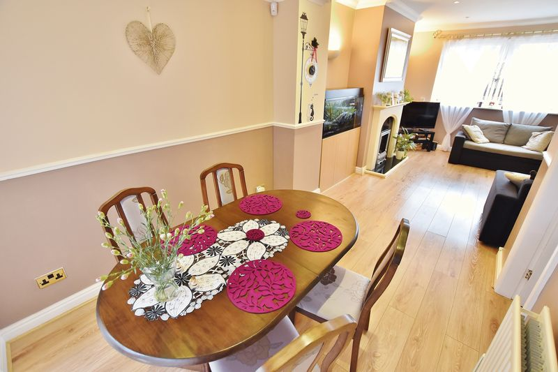 3 Bedroom End Terrace House For Sale - Photo 15