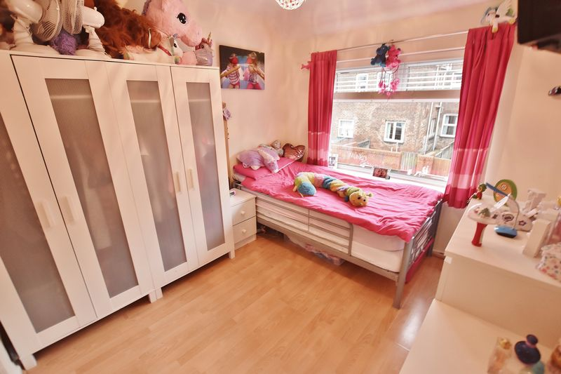 3 Bedroom Terraced House For Sale - Photo 8