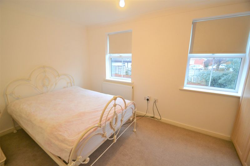 4 Bedroom Terraced House To Rent - Photo 4