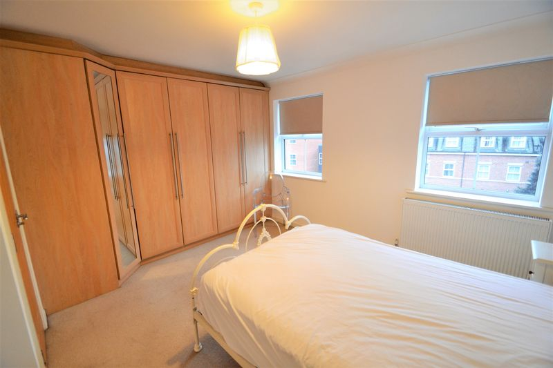 4 Bedroom Terraced House To Rent - Photo 15