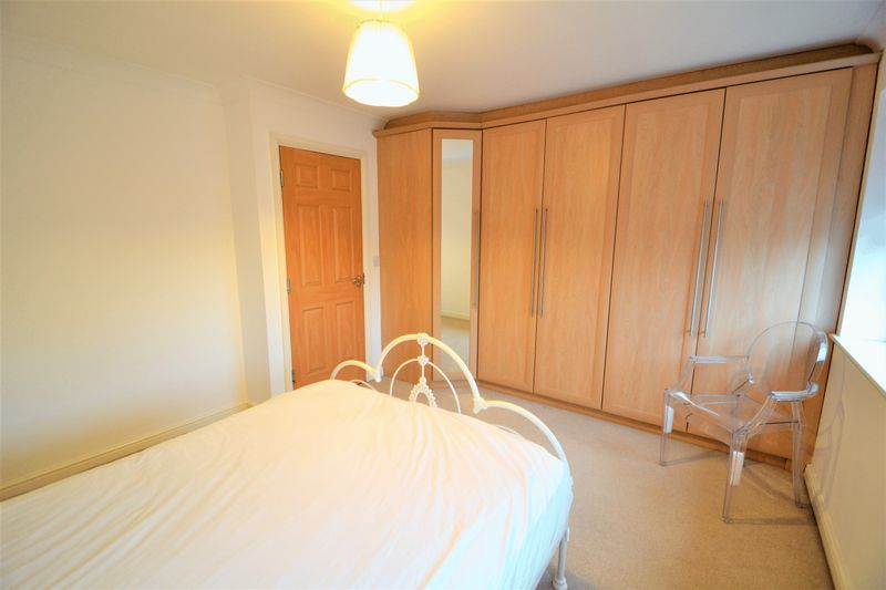 4 Bedroom Terraced House To Rent - Photo 16