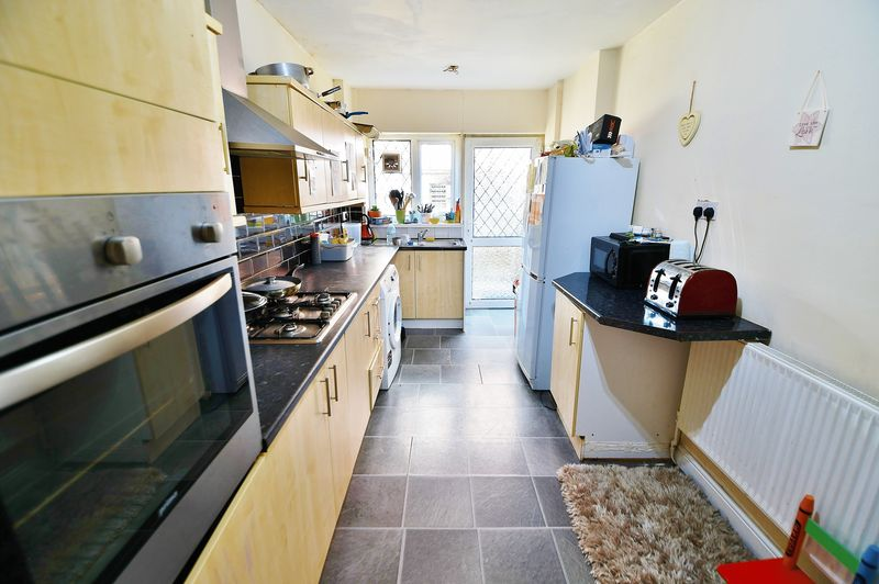 4 Bedroom Semi Detached House For Sale - Photo 3