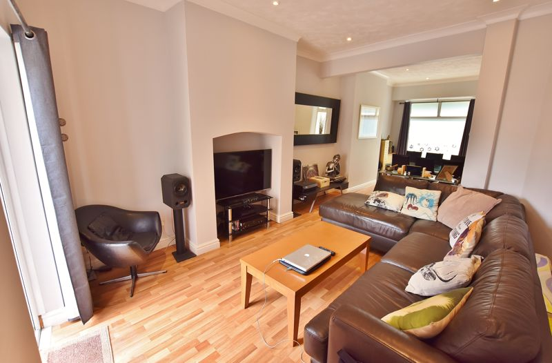 3 Bedroom Terraced House For Sale - Photo 2