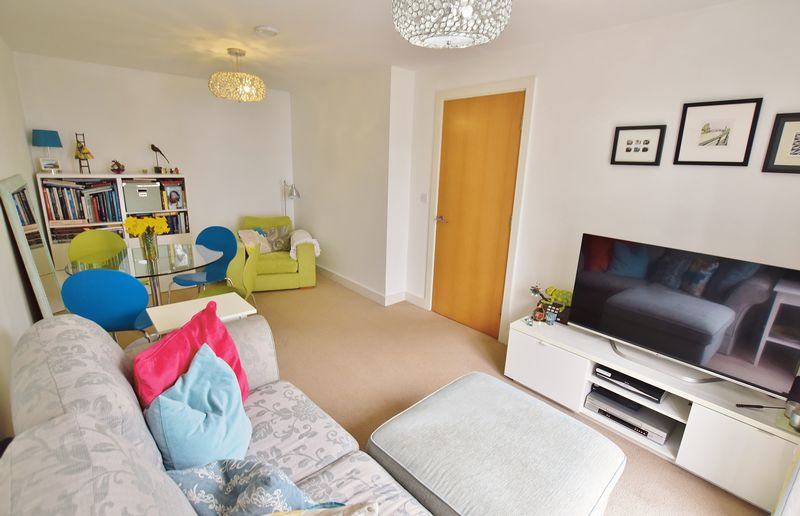 2 Bedroom End Terrace House For Sale - Photo 8