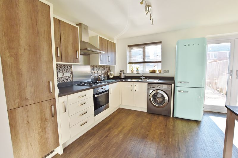 4 Bedroom Semi Detached House For Sale - Photo 8