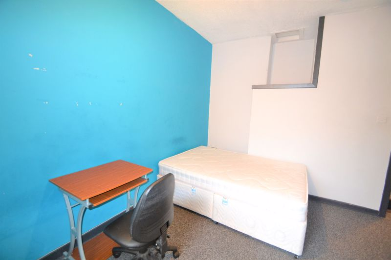 4 Bedroom Terraced House To Rent - Photo 18