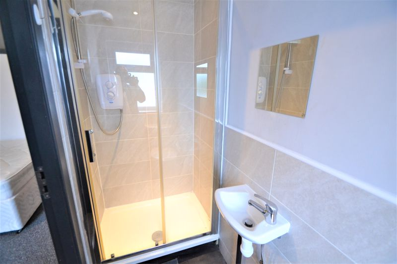 4 Bedroom Terraced House To Rent - Photo 20