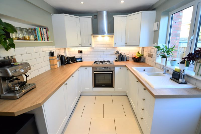 2 Bedroom End Terrace House For Sale - Photo 5