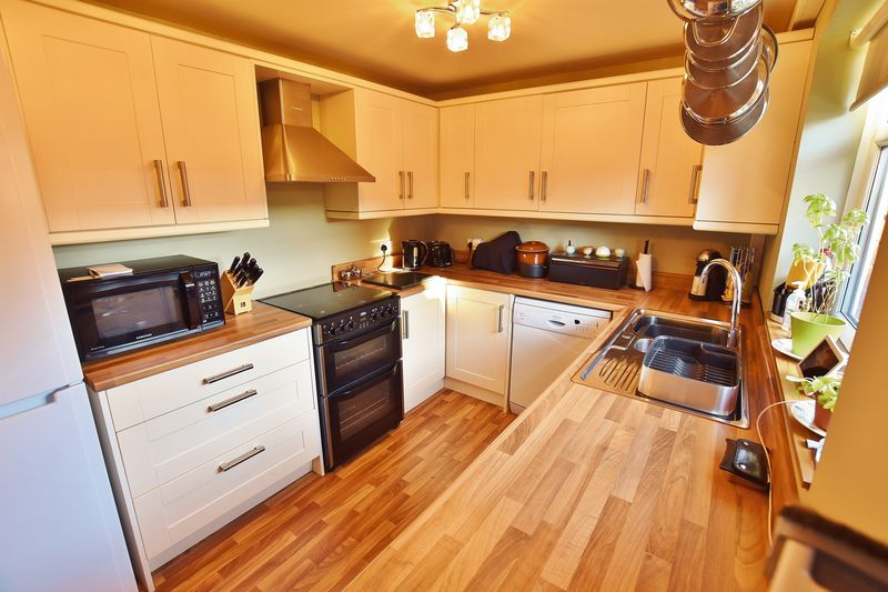 2 Bedroom End Terrace House For Sale - Photo 10