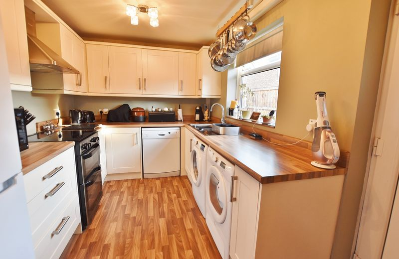 2 Bedroom End Terrace House For Sale - Photo 11