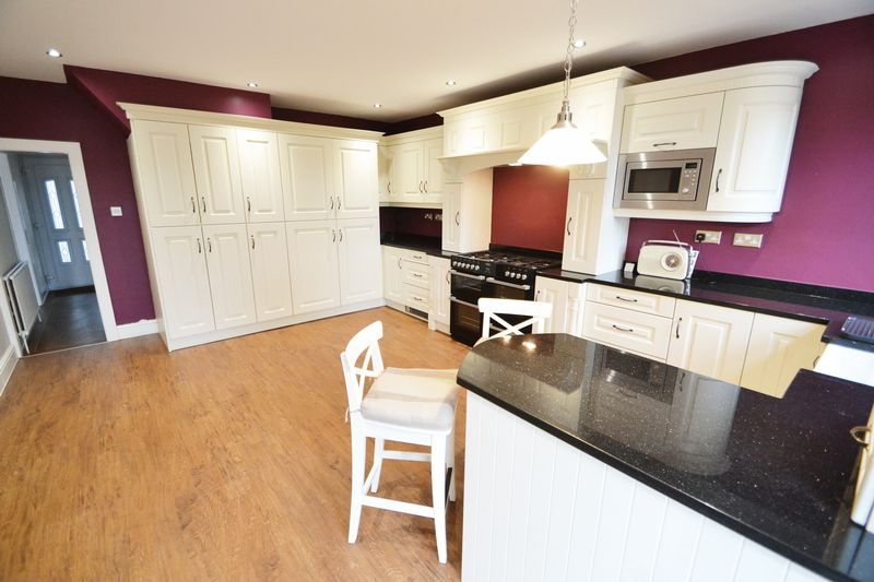 4 Bedroom Semi Detached House To Rent - Photo 4