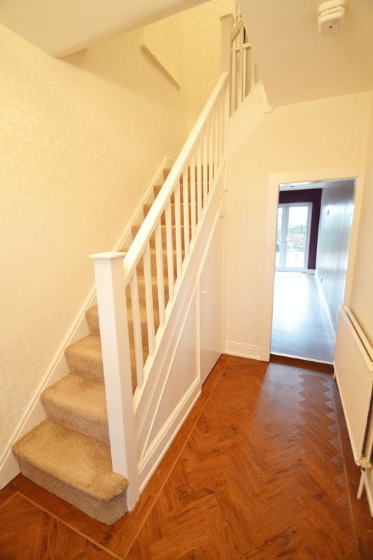4 Bedroom Semi Detached House To Rent - Photo 9