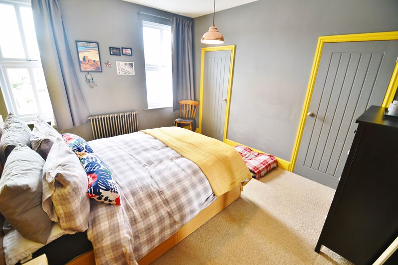 3 Bedroom End Terrace House For Sale - Photo 9