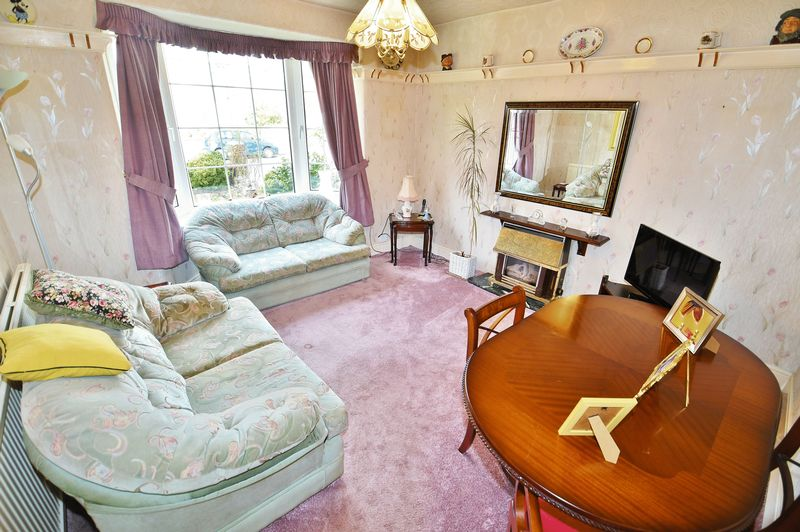 4 Bedroom Detached House For Sale - Photo 7