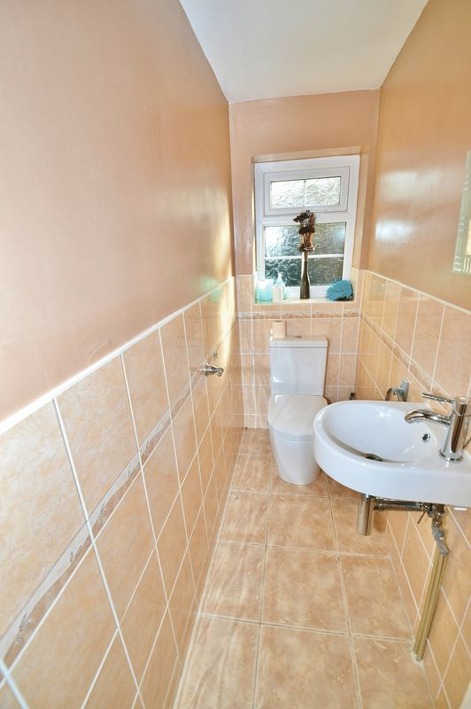 4 Bedroom Detached House For Sale - Photo 8