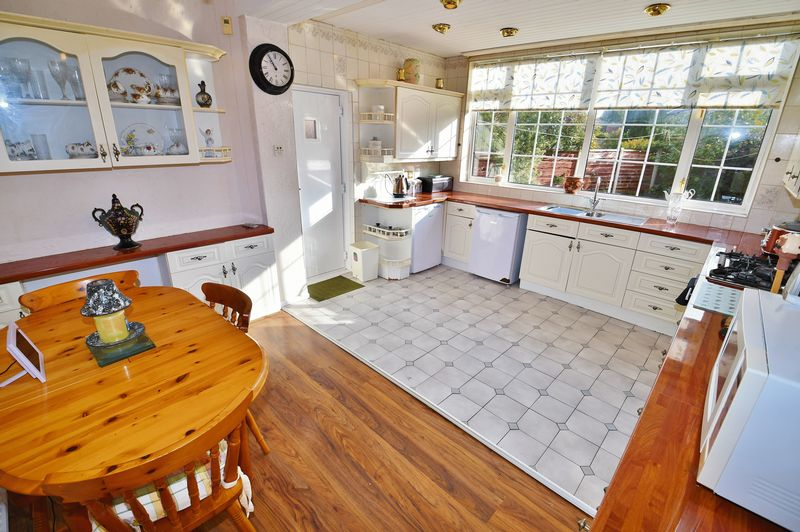 4 Bedroom Detached House For Sale - Photo 9