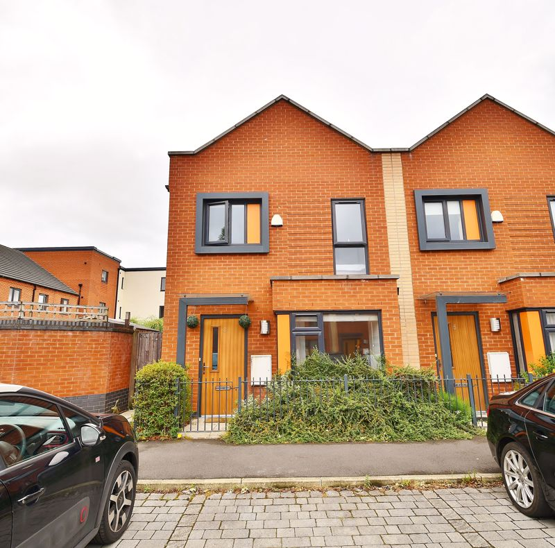 3 Bedroom End Terrace House For Sale - Photo 10