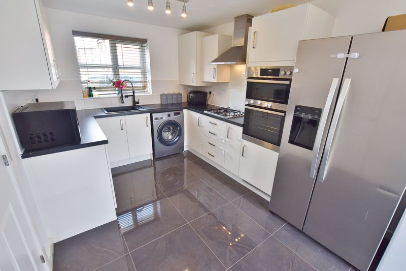 3 Bedroom Detached House For Sale - Photo 10